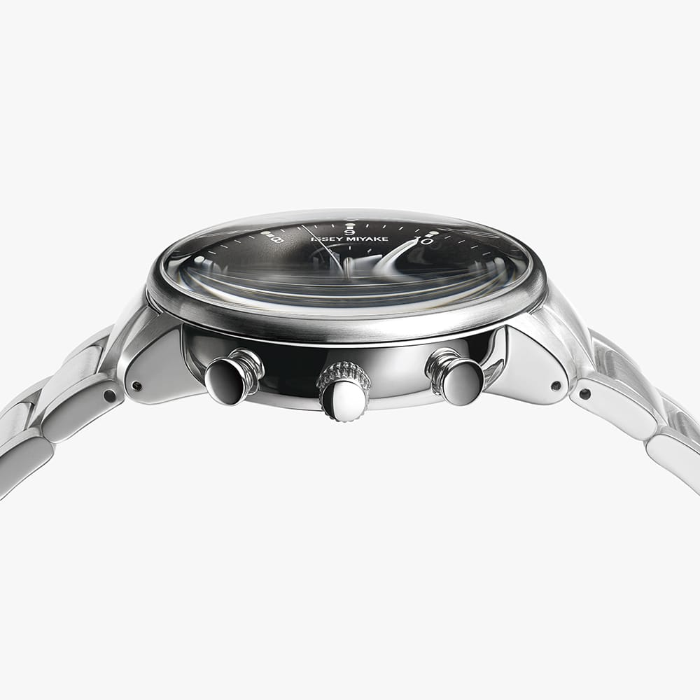 <span>Replacement bands synchronizing with season, scene and mood. Incorporating the keyword &ldquo;DAY&rdquo; into the design concept, Iwasaki set out to make a watch that anyone would want to wear at any time in any place. Anchored by the two dial colors, the basic choice is black or white model. The user, then, can change the band with various options to enjoy wearing the watch longer. Replacement bands will be sold separately.</span>