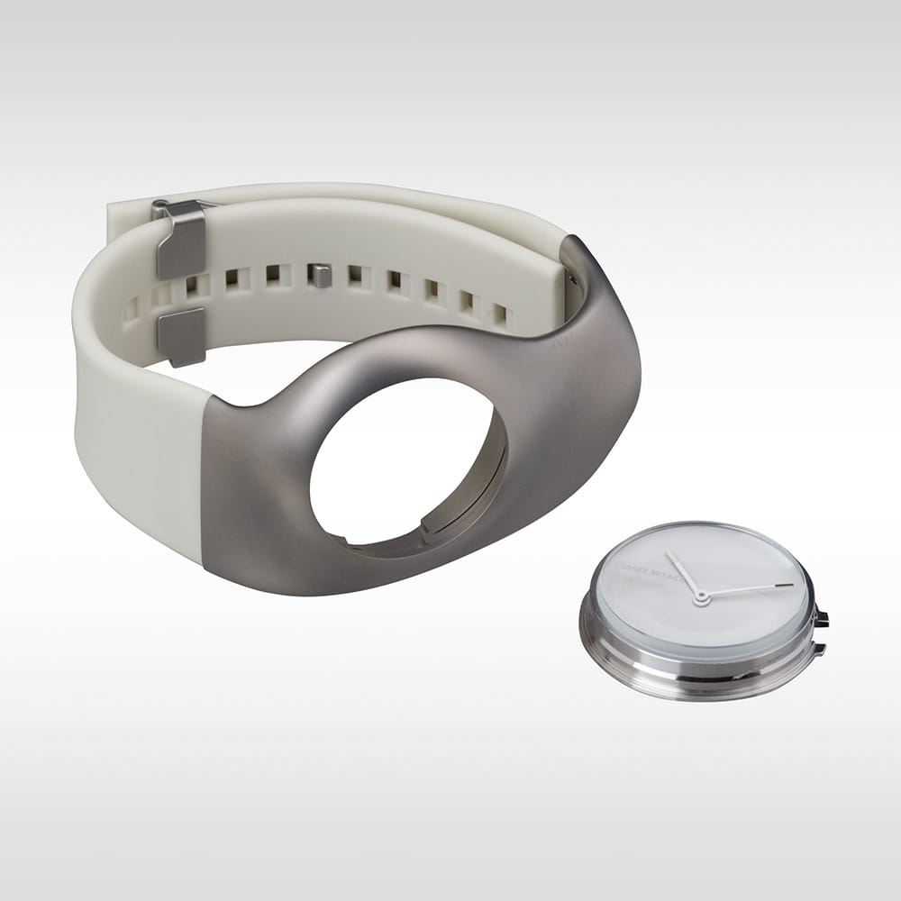 Gentle Shape 3.<span>The &ldquo;Hu&rdquo; watch series structure, consisting of an inner case and an outer case, realizes the uniquely designed Mr. Ross Lovegrove's human-friendly flowing outline. The watch and crown functions are concentrated in the inner case. The inner case comes off by pressing the glass top part from above to enable the crown operation. The spring-type inner case ensures the safety to put on or take off the watch with a clicking sound. This series features the special structure designed for a simple watch shape.</span>