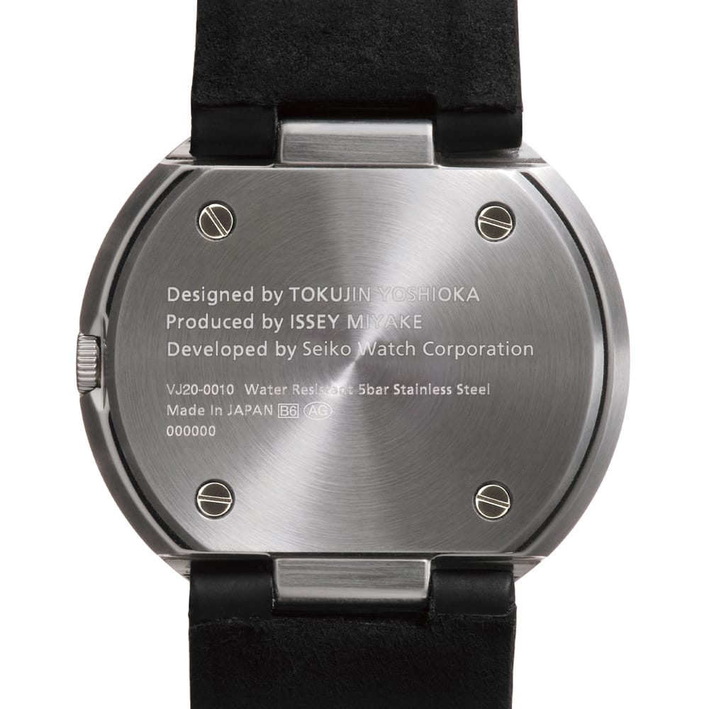<span>Inscription commemorating the collaboration between ISSEY MIYAKE and Seiko Watch Corporation. The screws were made for exclusive use with &ldquo;TO&rdquo;.</span>