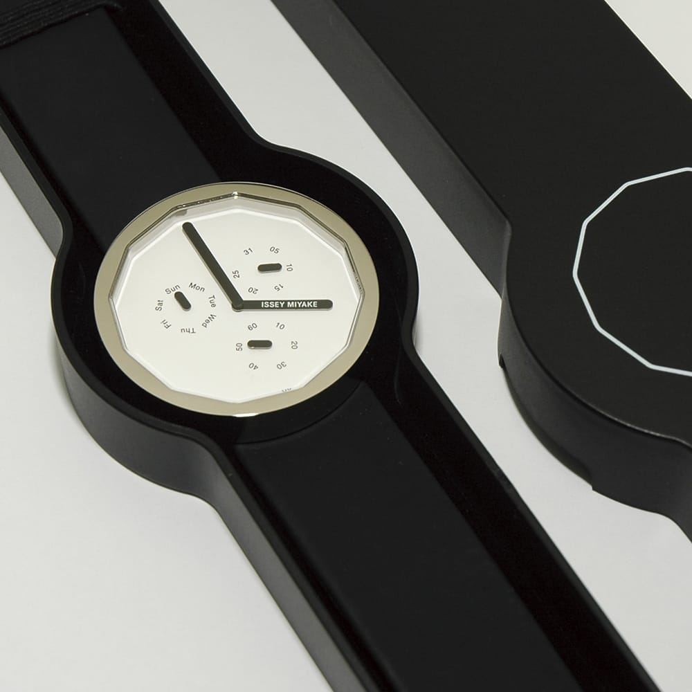 """TWELVE 365"", designed by Naoto Fukasawa. Fitting the contour of the watch."