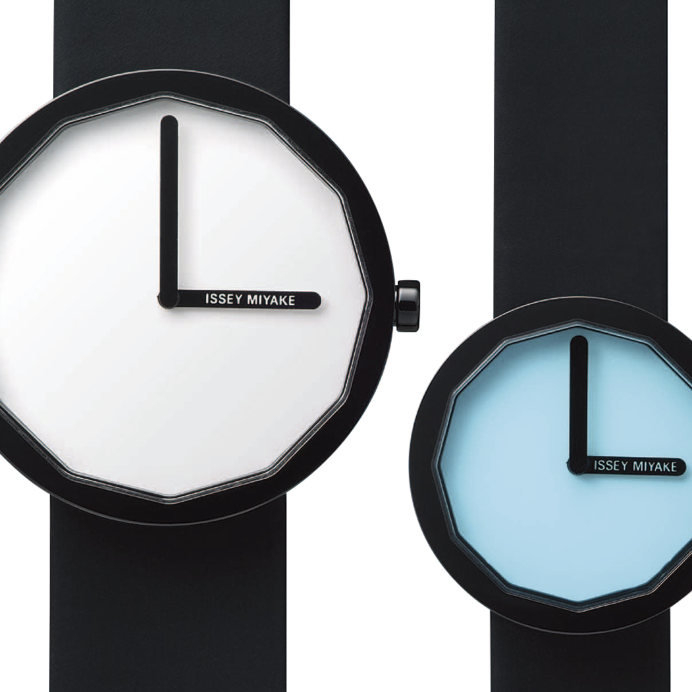 Minimalist design in its ultimate form.     Each angle of the dodecagon glass represents the hour.